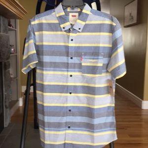 Brand new men's levis short sleeve shirt